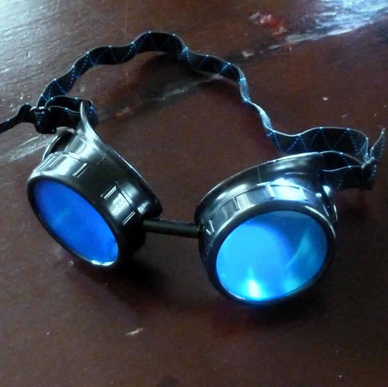 Black Toned Goggles: Blue Lenses