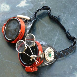 Apocalypse Gambler Goggles: Red Eye Clamps & Emeralds