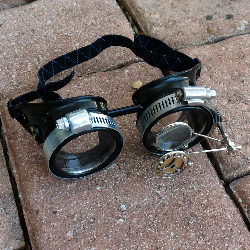 Black Goggles: Clear Lenses w/ Anchor & Design Eye Loupe
