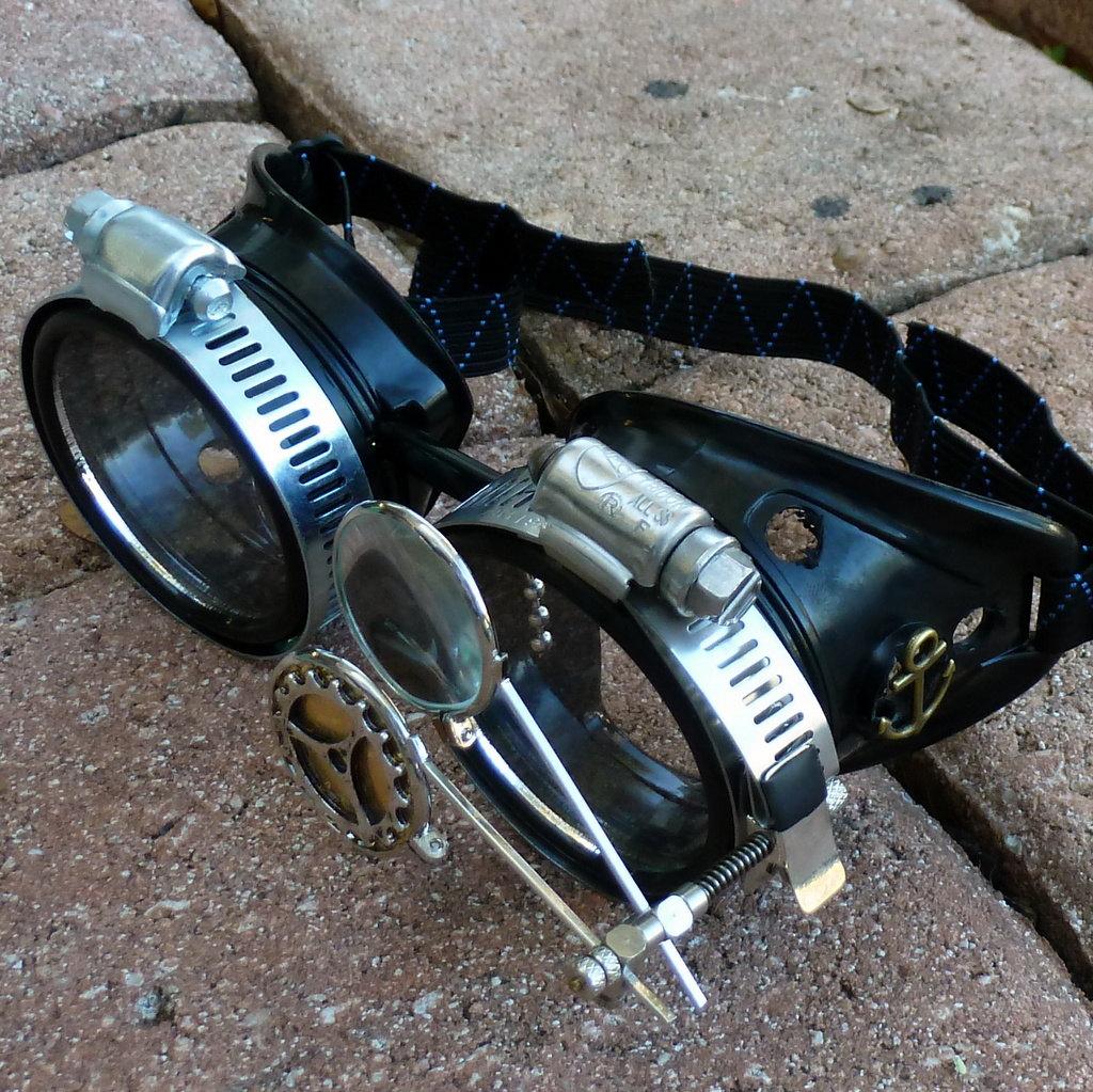 Black Goggles: Clear Lenses w/ Anchor & Design Eye LoupeBlack Goggles: Clear Lenses w/ Anchor & Design Eye Loupe