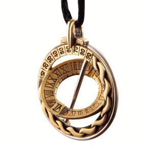 Travelerr Sundial Pendant