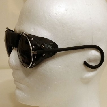 Biker goggles with riveted leather side shields