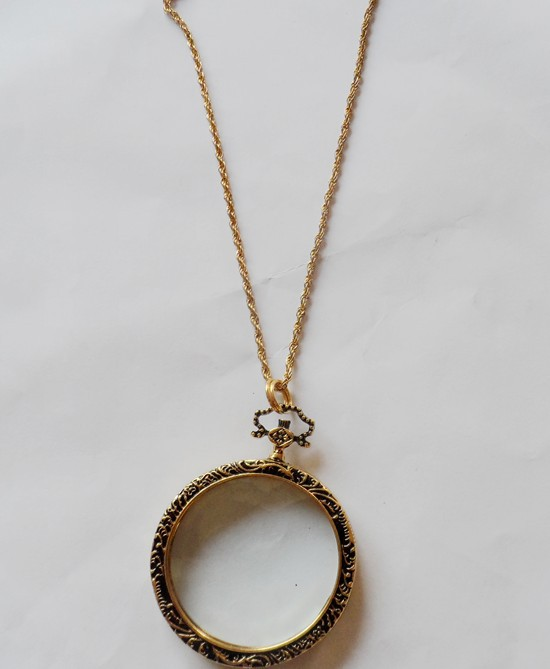 Antique Brass / Gold Monocle Necklace - Close Up of Chain